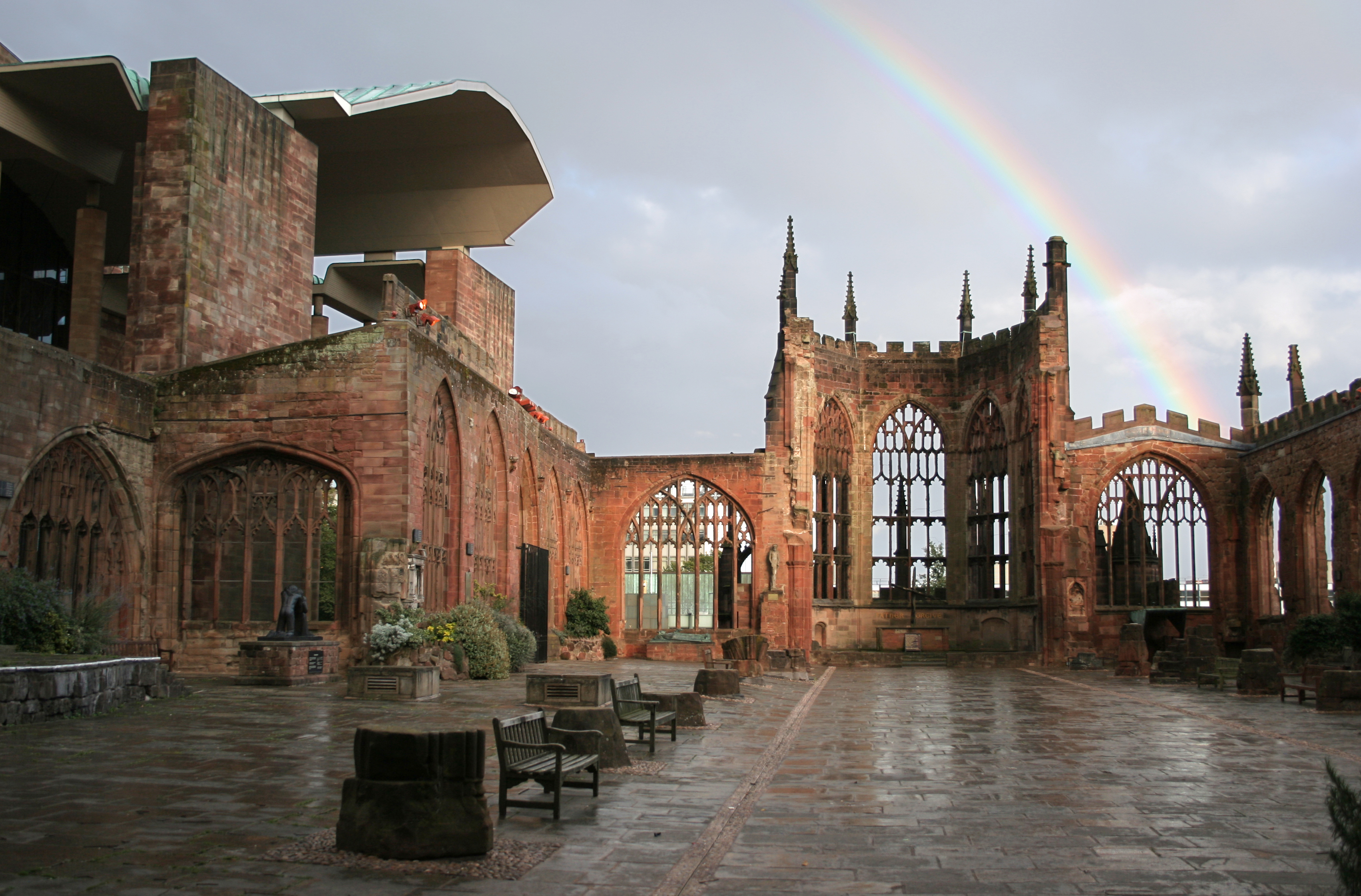 Coventry_Cathedral_Ruins_with_Rainbow_edit